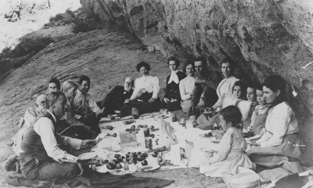 picnic-hole-in-the-rock-1900s